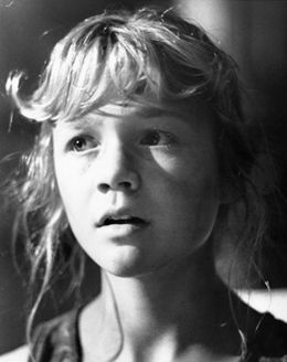 Full Ariana Richards Bio