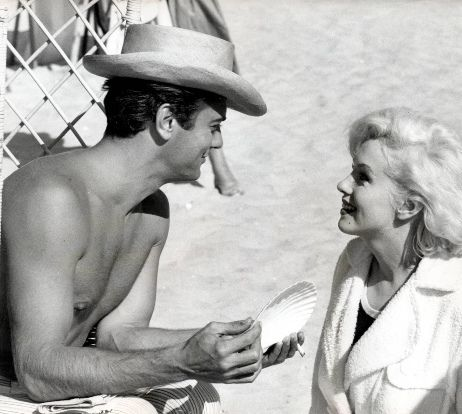 tony curtis marilyn. Tony Curtis on the set with