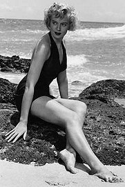 Joyce Grable Boxing http://www.rottentomatoes.com/quiz/from-here-to-eternity/